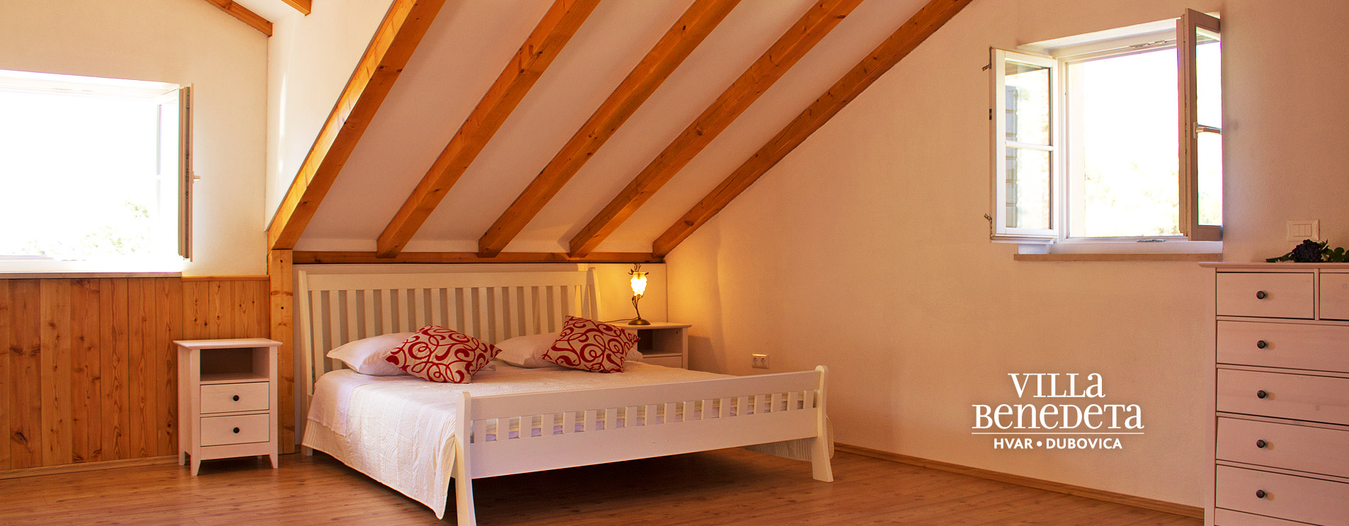 Villa Benedeta, spacious room with a double bed in the attic.
